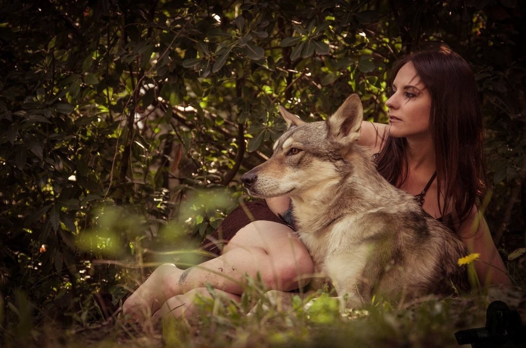 heart-risk-wolf-and-woman-nude-chance